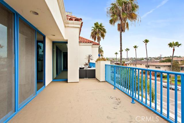 1611 S Catalina Avenue, Redondo Beach CA: http://media.crmls.org/medias/4213ca91-5f57-423d-bd00-7a7c55b1ff90.jpg