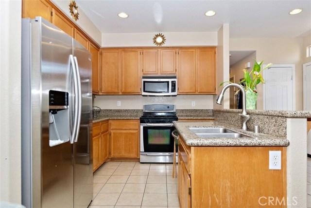 6387 Juneberry Way, Riverside CA: http://media.crmls.org/medias/421d73d7-358b-4196-ae75-23507e157cf7.jpg