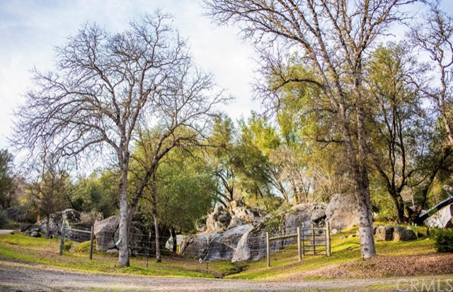 2764 Buck Pass Road, Mariposa CA: http://media.crmls.org/medias/4240978d-18d3-4779-b045-291f751dcc9f.jpg
