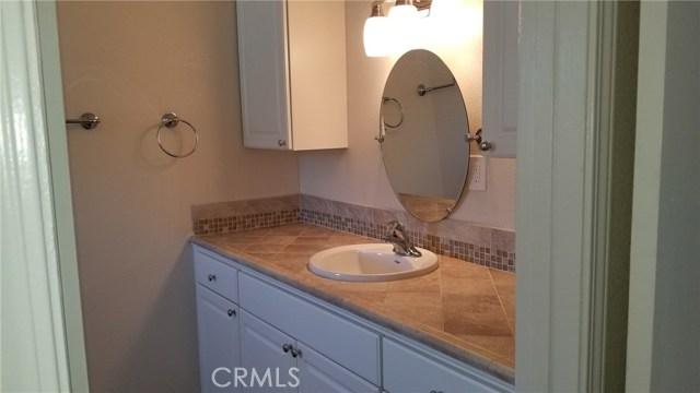 16321 Yucca Avenue, Victorville CA: http://media.crmls.org/medias/4255f6f4-df1d-4de8-a71f-ce759220fea7.jpg