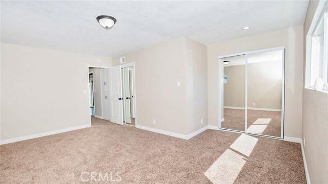 16241 Lassen Street, North Hills CA: http://media.crmls.org/medias/42682713-6d39-49d9-913d-3cc0cf7a7ab1.jpg