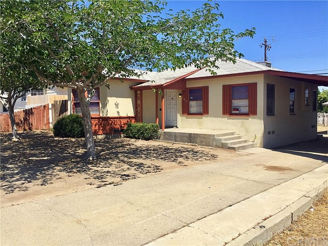 Single Family Home for Sale at 102 Kern Street E Taft, California 93268 United States