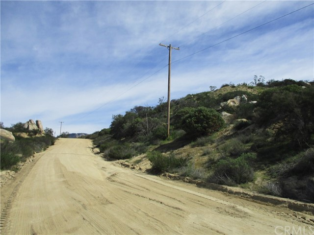 991 Crazy Horse Canyon Road, Aguanga CA: http://media.crmls.org/medias/42b6bd58-f062-49bd-a61b-3fab37ed13e8.jpg