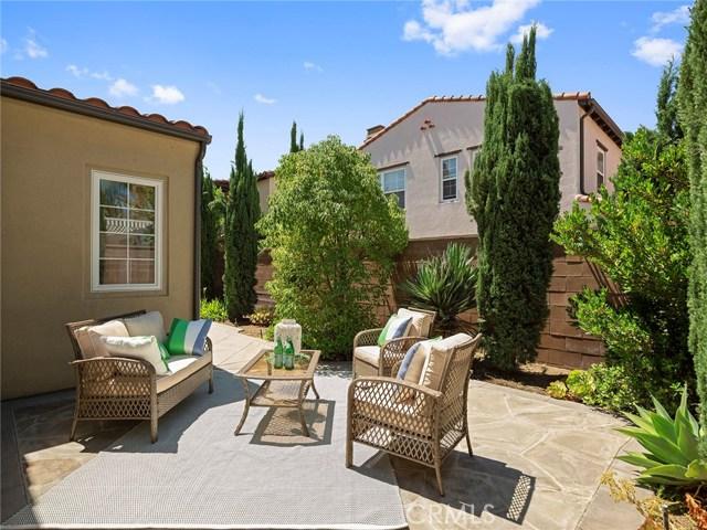 62 Crabapple, Irvine CA: http://media.crmls.org/medias/42e93680-ecfb-494e-b308-f2c6516c686f.jpg