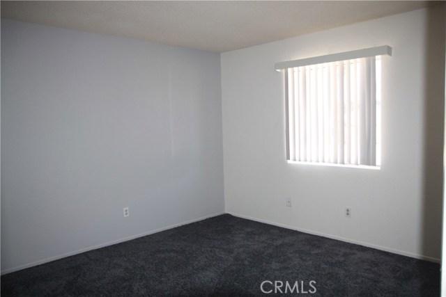 7139 Palo Alto Avenue, Yucca Valley CA: http://media.crmls.org/medias/42f94a88-08cc-4919-9e50-c5e4d9da007b.jpg