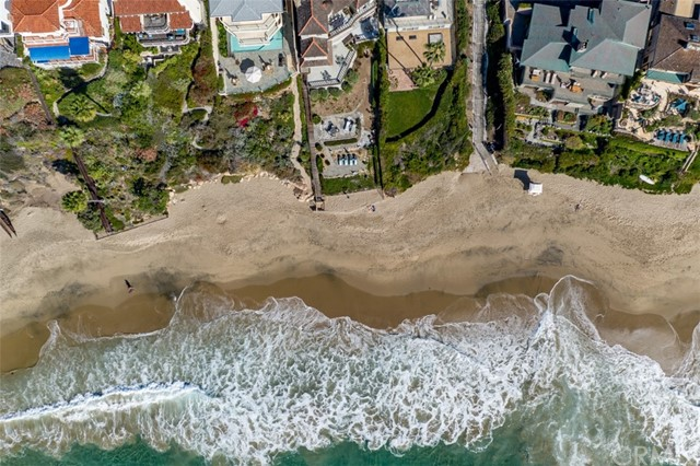 319 Cypress Drive, Laguna Beach CA: http://media.crmls.org/medias/43077516-8a07-413c-bbed-28b458f6572c.jpg