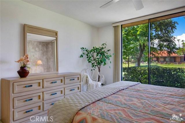 21 La Cerra Drive, Rancho Mirage CA: http://media.crmls.org/medias/431e5af3-e584-4978-b978-4c833b83c82e.jpg