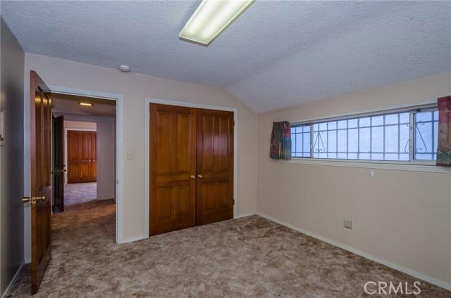 570 Raymond Avenue, Santa Maria CA: http://media.crmls.org/medias/433a30a1-e58c-4bc0-acfa-82ef122086d4.jpg
