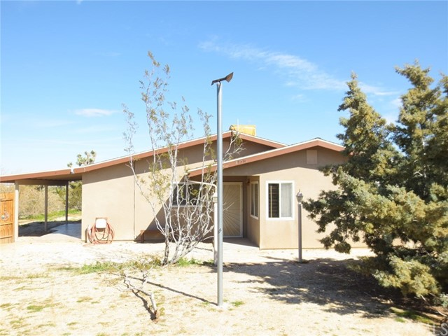59510 Sunflower Drive, Yucca Valley CA: http://media.crmls.org/medias/43527283-7519-4ef1-ae2a-7e14f935e135.jpg