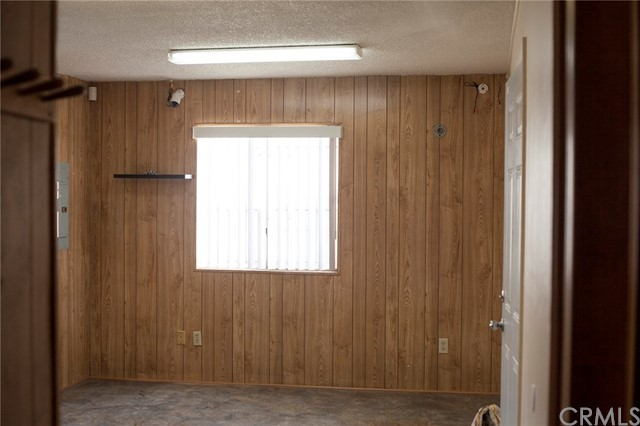 10479 Alder Avenue, Bloomington CA: http://media.crmls.org/medias/43609e14-1746-420e-a7a2-45e13fa1a19b.jpg
