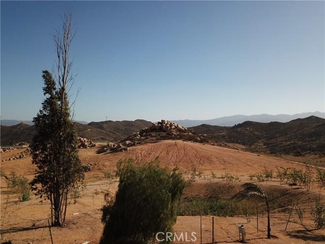 25050 El Toro Road, Perris CA: http://media.crmls.org/medias/436d9998-eaa5-4a46-9c7d-7e3ec01e4d81.jpg