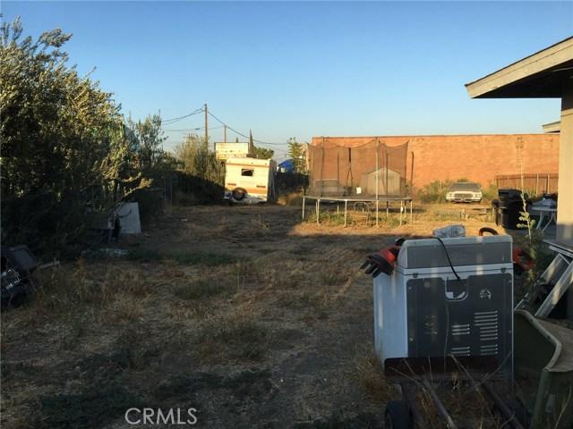 10409 Hemlock Avenue, Fontana CA: http://media.crmls.org/medias/438cc257-c3b7-4bc3-bae1-0ebe8d430c57.jpg