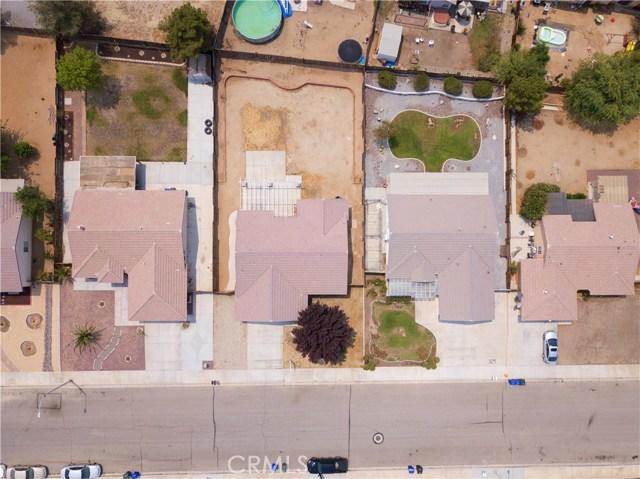 13002 Spelman Drive, Victorville CA: http://media.crmls.org/medias/43940d6a-bd54-4777-9b5f-7c6d618aa1f3.jpg