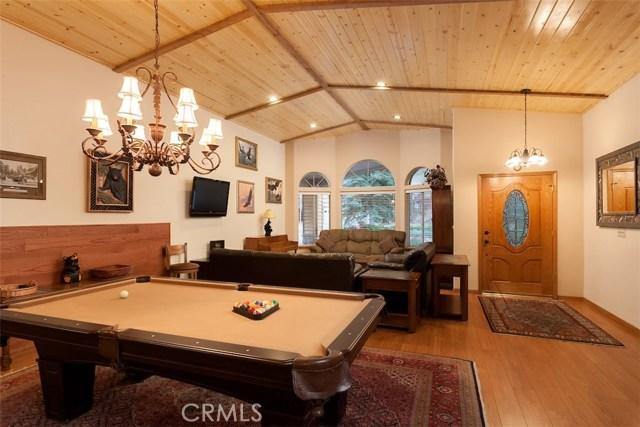 42336 Heavenly Valley Road, Big Bear CA: http://media.crmls.org/medias/4394b7e5-7438-4ee7-bf22-800fd0387dfd.jpg