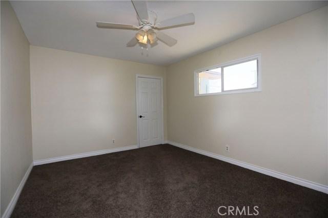 16225 Montgomery Ave, Fontana CA: http://media.crmls.org/medias/439bb3c3-5adb-4033-85df-381ff97f3fa8.jpg