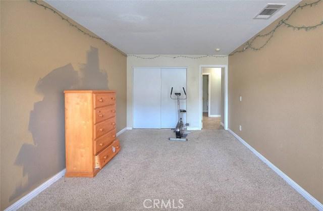 31787 Ridgeview Drive, Lake Elsinore CA: http://media.crmls.org/medias/43b5d1a9-276c-4154-9a94-afc949a082d0.jpg