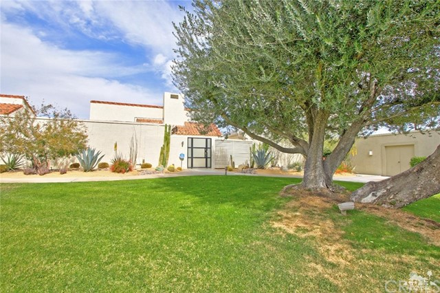 34868 Mission Hills Drive, Rancho Mirage CA: http://media.crmls.org/medias/43bd0c8f-24d5-45a5-a14b-4efc8b89f95c.jpg
