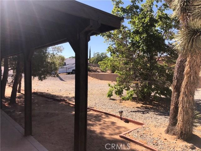 58343 Pueblo Trail, Yucca Valley CA: http://media.crmls.org/medias/43d11724-de45-4fd1-a57b-7a7fc34cf643.jpg