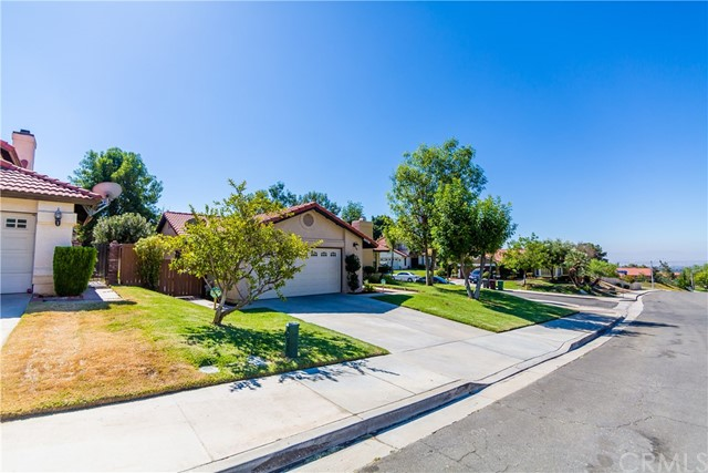 24725 Thornberry Circle, Moreno Valley CA: http://media.crmls.org/medias/43e47834-2763-4caa-b0d7-a5f10453b2e7.jpg