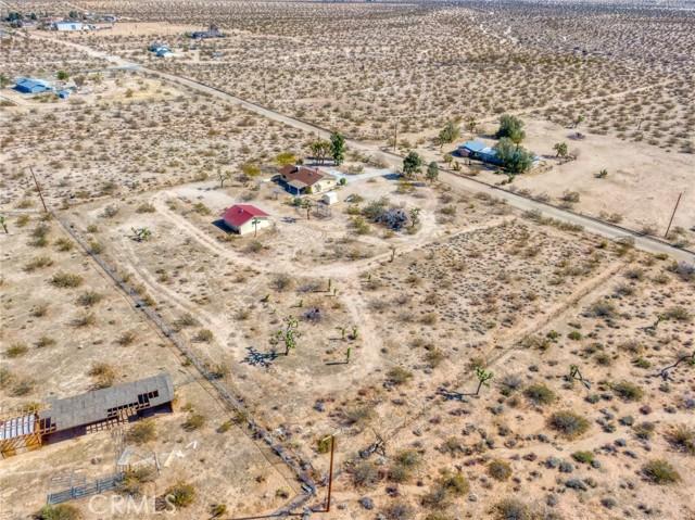 230 Delgada Avenue, Yucca Valley CA: http://media.crmls.org/medias/43e5a641-8499-4eaa-b01c-3490efb8d22f.jpg