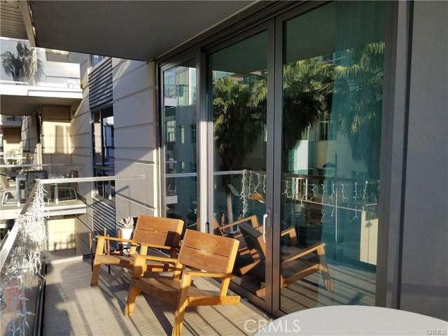 1755 Ocean Avenue, Santa Monica CA: http://media.crmls.org/medias/43f12fe6-2c0b-4460-926b-18a170fd7a65.jpg