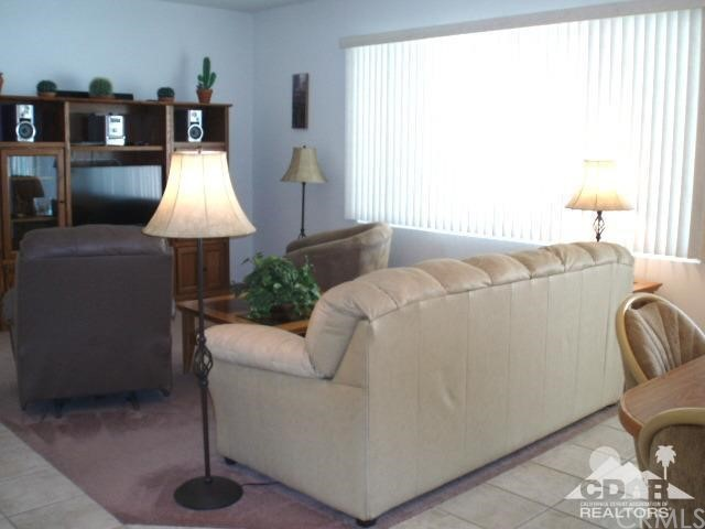 35225 Staccato Street, Palm Desert CA: http://media.crmls.org/medias/43f75950-38f1-46c9-8b05-9f67259d9e7b.jpg