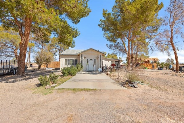 Detail Gallery Image 1 of 33 For 30979 Fremont Rd, Newberry Springs,  CA 92365 - 4 Beds | 2 Baths