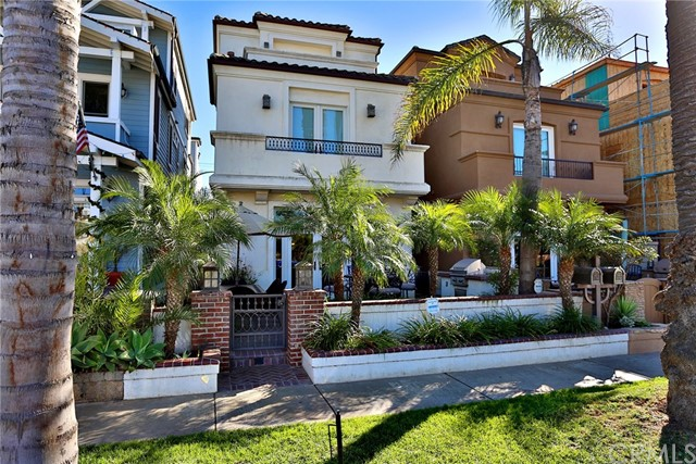 218 8th Street, Huntington Beach, CA, 92648
