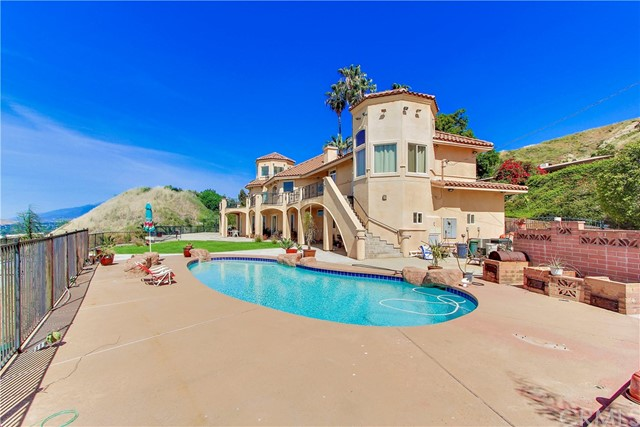 Single Family Home for Sale at 1419 Quail Court San Bernardino, California 92404 United States