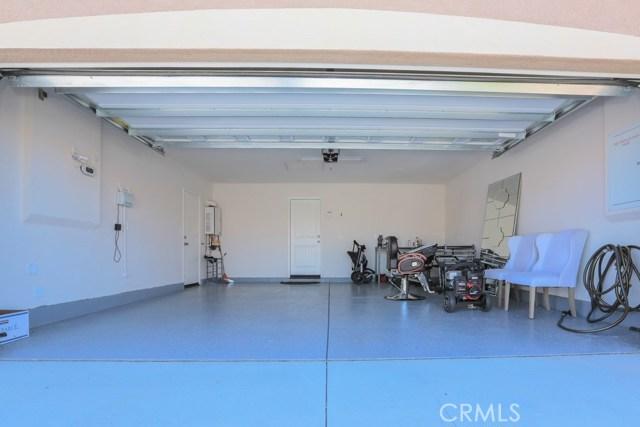 7363 Saddlewood Drive, Fontana CA: http://media.crmls.org/medias/44299936-2d57-45f7-836c-6295a468b685.jpg