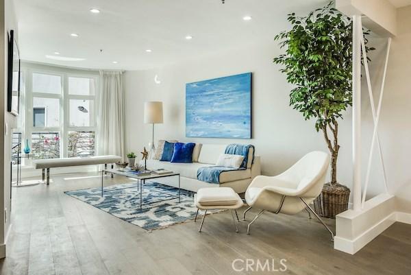 Condominium for Sale at 2913 3rd Street Santa Monica, California 90405 United States
