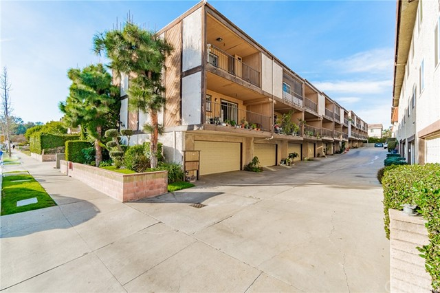 Detail Gallery Image 1 of 38 For 503 Sefton Ave #F,  Monterey Park,  CA 91755 - 3 Beds | 2/1 Baths
