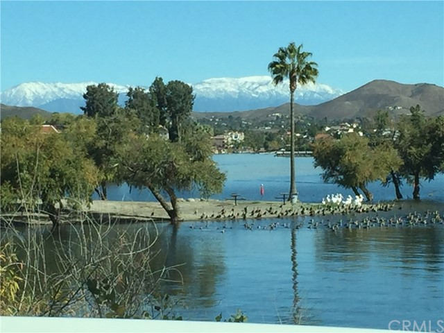 21815 Strawberry Lane, Canyon Lake CA: http://media.crmls.org/medias/448f5cac-f247-47da-b88d-a51f5c39c4a8.jpg