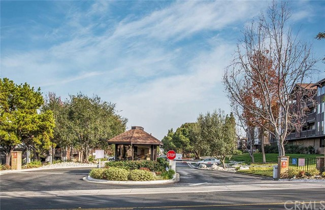 2514 East Willow Street 308 Signal Hill, CA 90755 is listed for sale as MLS Listing PW16008948