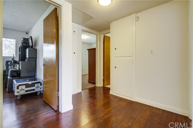 9009 Oneida Avenue, Sun Valley CA: http://media.crmls.org/medias/44a0c588-1bce-41f5-996d-1c69df98425b.jpg
