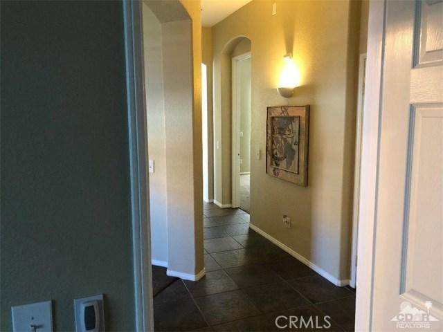 82612 Hamilton Court, Indio CA: http://media.crmls.org/medias/44bce5cc-36ec-4863-8d6a-cfd981c0bd58.jpg