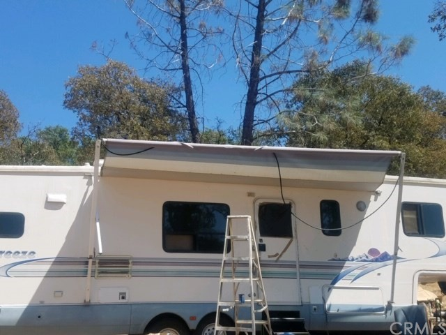 61 Purple Rock, Oroville CA: http://media.crmls.org/medias/44d0b1ac-6d01-49d6-ad71-0f4c4315e879.jpg