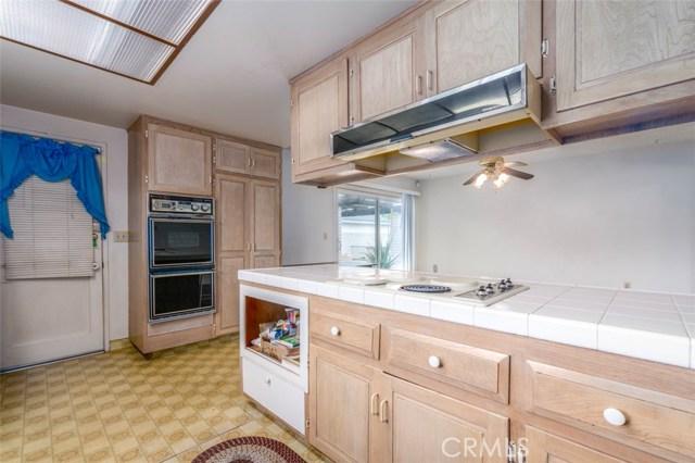 7533 Leucite Avenue, Rancho Cucamonga CA: http://media.crmls.org/medias/4500f4d1-3a2b-46f8-8111-1b48e78aced4.jpg