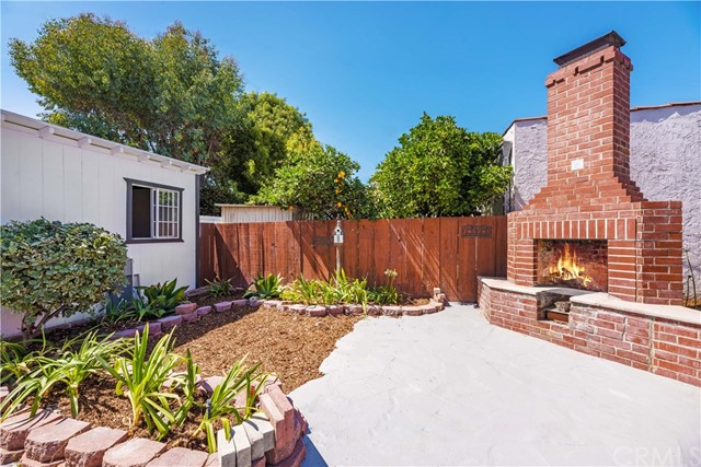 3725 Cerritos Avenue, Long Beach CA: http://media.crmls.org/medias/450ab518-9842-4478-9046-fe5fc58a67da.jpg