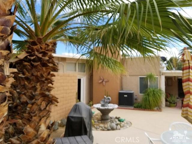 321 Desert Willow Circle, Palm Springs CA: http://media.crmls.org/medias/450d81ea-9a68-4661-b2a2-1ef79175e110.jpg