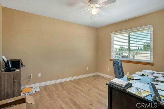 10832 Anaconda Avenue, Oak Hills CA: http://media.crmls.org/medias/453d6bf1-382f-4f64-ba6c-8985b98b942e.jpg