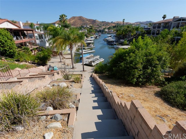 30099 White Wake Drive, Canyon Lake CA: http://media.crmls.org/medias/4544be23-d3ea-4895-92c9-0a5e95030d9f.jpg