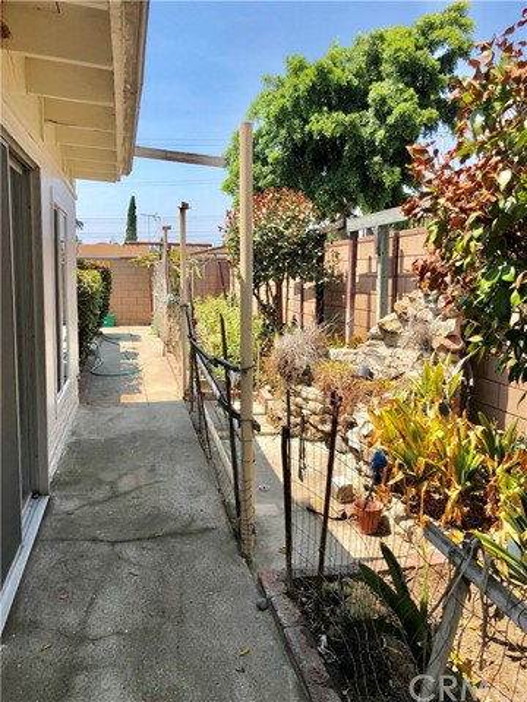 13333 Earl Avenue, Baldwin Park CA: http://media.crmls.org/medias/45667a89-1436-4dfb-844e-d857b645fac2.jpg