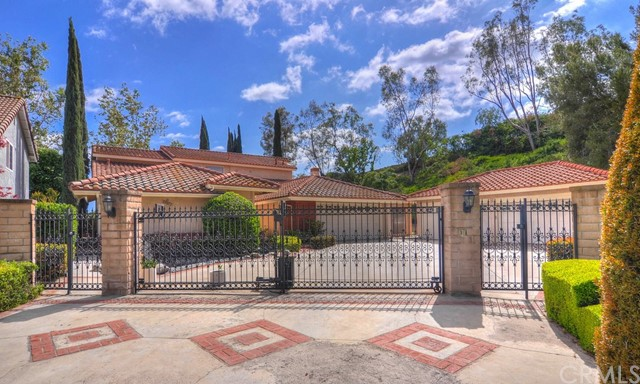 22372 Valdivia Mission Viejo, CA 92691 is listed for sale as MLS Listing OC17078099