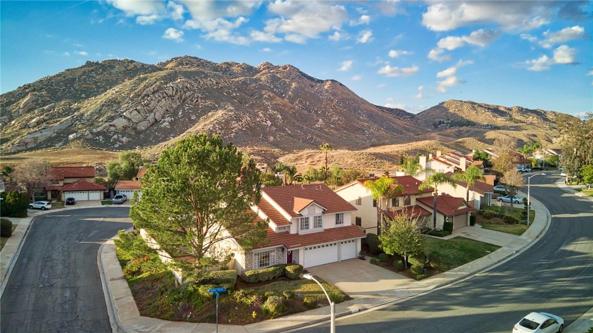 10271 Canyon Vista Road, Moreno Valley CA: http://media.crmls.org/medias/45934a3f-1f3c-4d7b-8481-4d755414dff8.jpg