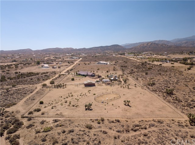 9022 Branding Iron Road, Phelan CA: http://media.crmls.org/medias/45b1244c-e20e-4801-bfbf-f3ffa19aa2c9.jpg