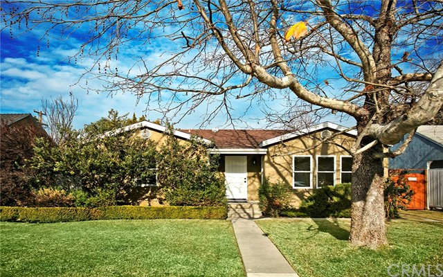 Single Family Home for Sale at 370 Broadway St Costa Mesa, California 92627 United States