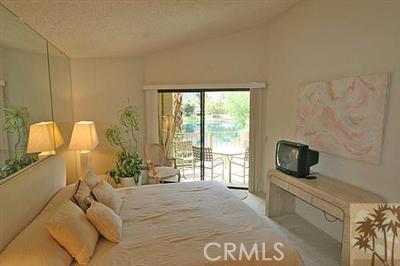 55423 Tanglewood, La Quinta CA: http://media.crmls.org/medias/45d294c0-dcc9-48b5-bb5d-ddb245987967.jpg