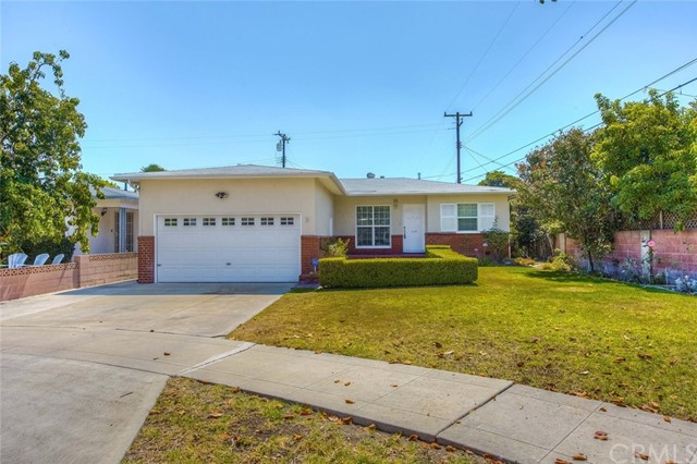 LOCATED A FEW BLOCKS FROM CHAPMAN UNIVERSITY AND THE PLAZA, THIS MID CENTURY MODERN HOME SITS ON A CUL-DE-SAC ON A NICE LOT.