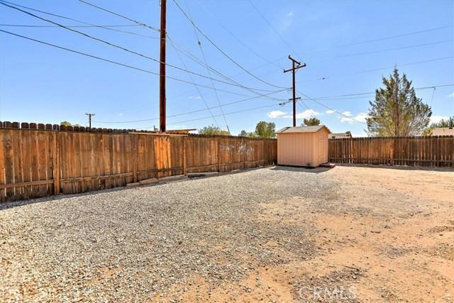 22211 Mohican Avenue, Apple Valley CA: http://media.crmls.org/medias/45fd9fe0-08f5-4ecd-b53e-3710cc040386.jpg